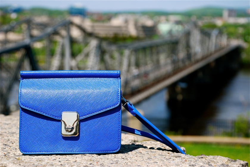 My mini messenger bag from Zara with Alexandria Bridge in the background.